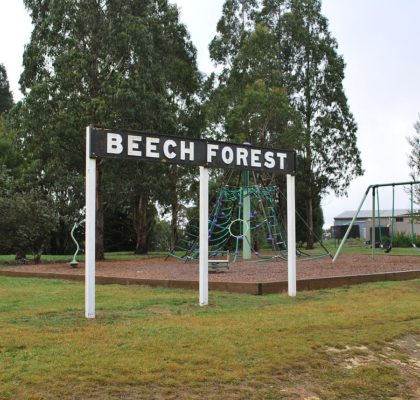 1280px-beech_forest_railway_station_sign
