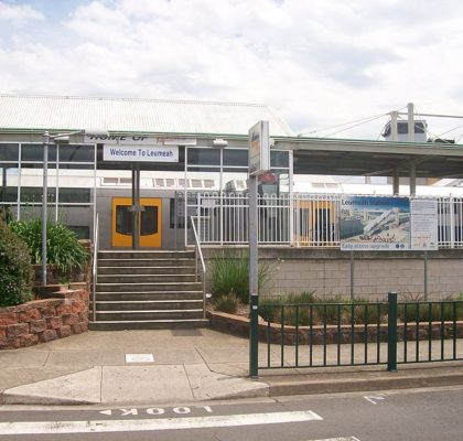 800px-Leumeah_railway_station_east_entrance